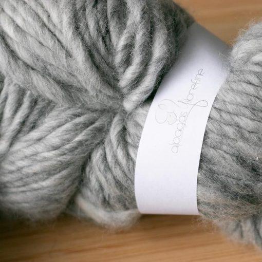 Fil d'alpaga type lopi gris clair couleur naturelle sans teinture 2020