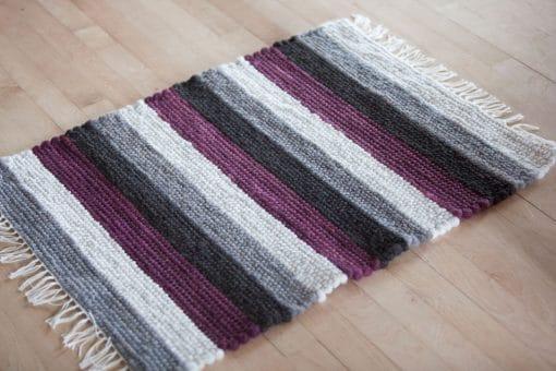 tapis alpaga aubergine noir blanc et gris