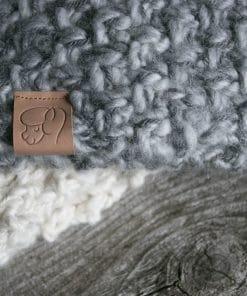 Foulard alpaga du Nord détail gris et blanc naturel