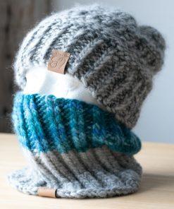 Cache-cou alpaga bleu teal (teint à la main) et gris clair (couleur naturelle sans teinture)