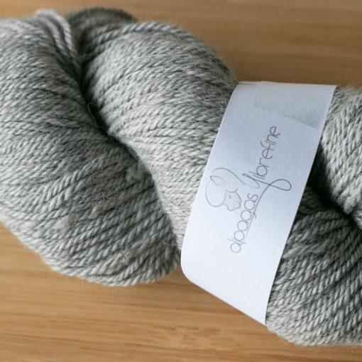 Fil alpaga DK gris clair 2020-10 couleur naturelle non teinte