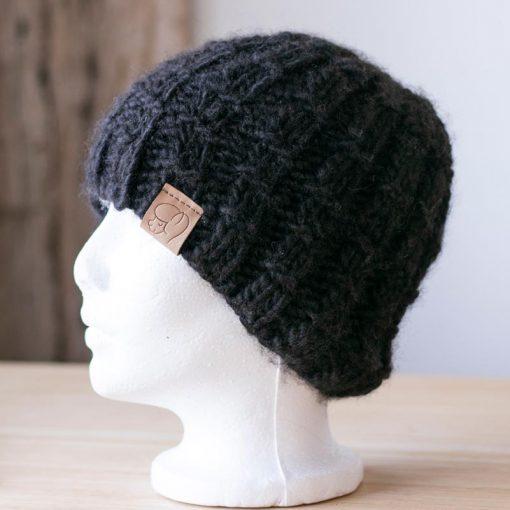 Tuque alpaga tricot noir gaufré en fil type lopi
