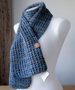 Foulard alpaga collection Morgana bleu (teint à la main) et gris (couleur naturelle)
