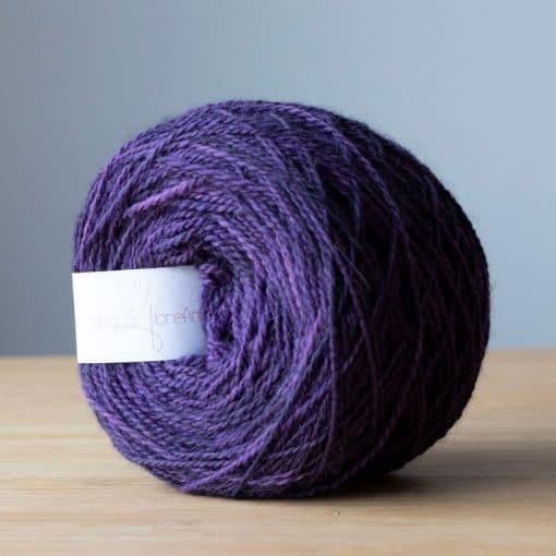 Fil à bas alpaga fingering violet teint à la main sans métaux lourds