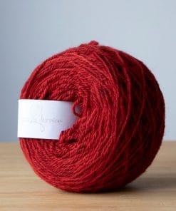 Fil à bas alpaga DK rouge valentin teint à la main avec teinture sans métaux lourds